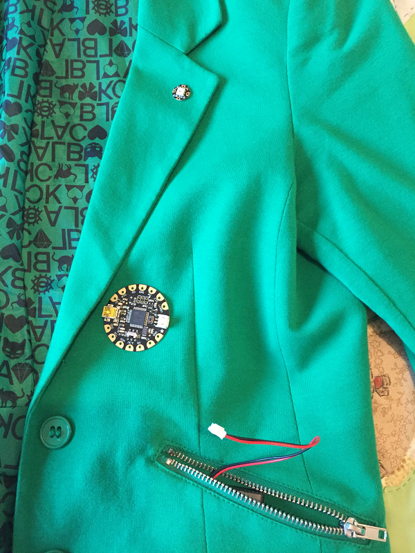 Getting started with wearables - Sewing the ground